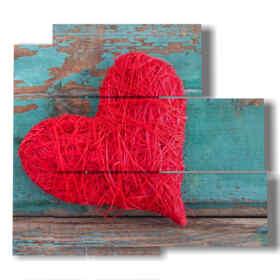 quadro con cuore rosso di stoffa