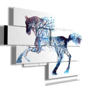 cuadros de caballos al galope en un cuerpo de árboles