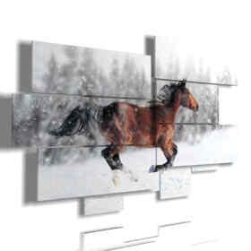 cuadros con caballo mientras se ejecuta en la nieve